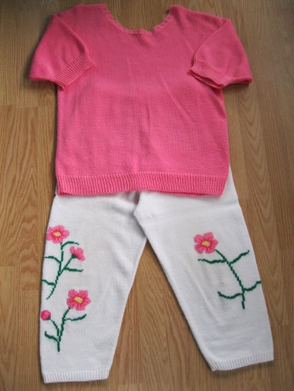Fine-Knit-Sweater-and-Flowered-Capris