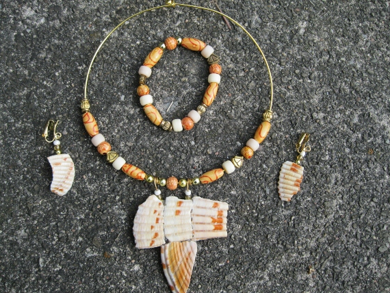 Arsty-Shells-with-Bone-and-Wooden-Beads