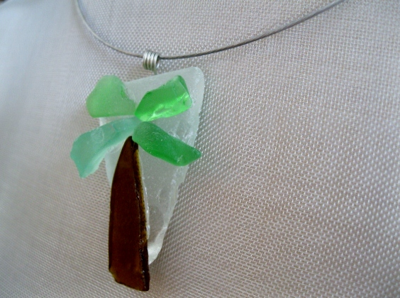Palm-Tree-Necklace