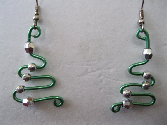 Green-Wire-Holiday-Earrings-in-silver