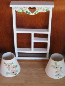 White nick nack shelf with Lamp shades 001 (428x570)