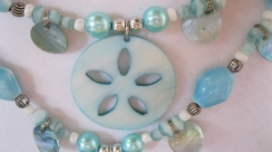 LIGHT BLUE SAND DOLLAR BEADED SET (1)