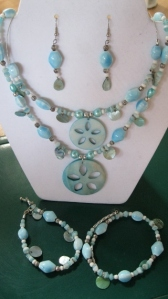 LIGHT BLUE SAND DOLLAR BEADED SET (4)