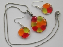 acrylic earrings and necklaces 008 (570x428)