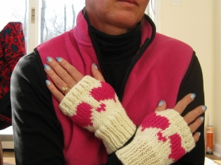 HEART BOOT CUFFS AND FINGERLESS MITTENS (2)