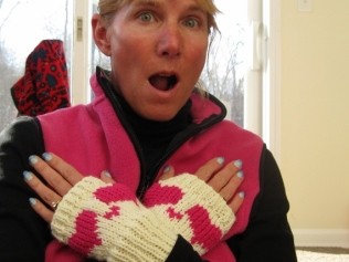 HEART BOOT CUFFS AND FINGERLESS MITTENS (3)