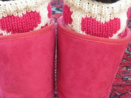 HEART BOOT CUFFS AND FINGERLESS MITTENS (4)