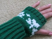 SHAMROCK SCARF AND GLOVES (5)